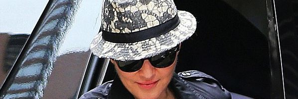20130413-pictures-madonna-out-and-about-kabbalah-centre-new.jpg