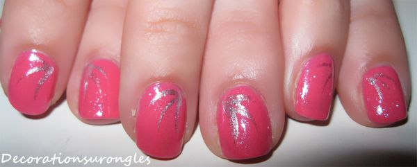nail-art-brillant-rose.jpg