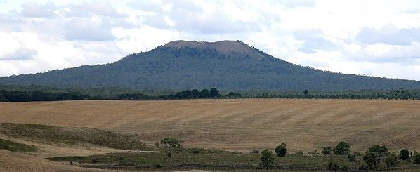 Mt-Napier-along-Harman-s-valley---travelling-australia.jpg