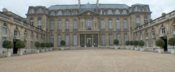 1-Le-Palais-de-l-Elysee---La-cour-d-honneur.jpg