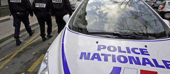 france une-police-voiture