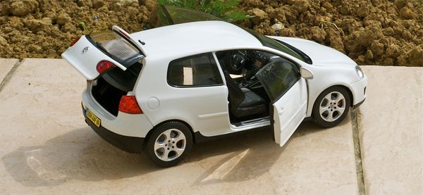 VW GOLF GTI COUPE BLANC NOREV16