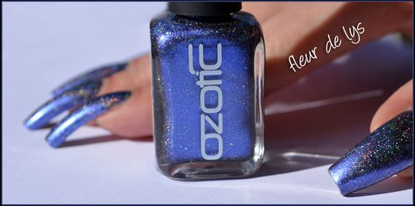 Vernis ongles bleu paillettes holo