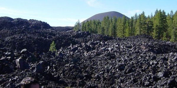Cinder_Cone_from_the_Fantastic_Lava_Beds_in_Lassen_VNP--enM.jpg