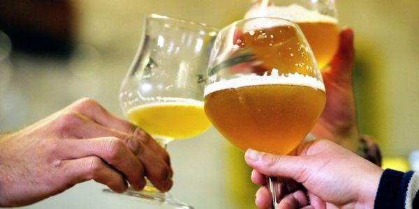 des-alcooliques-nettoient-les-rues-en-echange-de-bieres-.jpeg