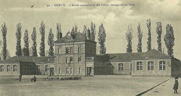 college-fille-ecole-communale-inauguree-en-1878-troupeau-m.jpg
