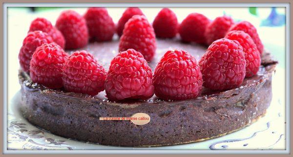 Gros-plan-sur-tarte-au-chocolat-et-framboises.jpg