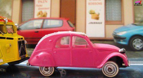 citroen-2cv-az-luxe-rose-les-miniatures-de-norev