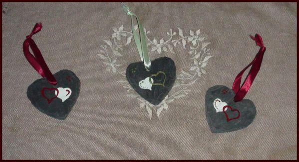 coeur taill s en ardoise motifs coeurs enlac s f es des montagnes. Black Bedroom Furniture Sets. Home Design Ideas
