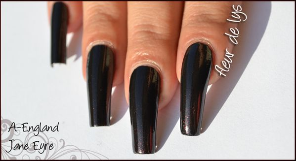 A-England The Gothic Beauties swatch