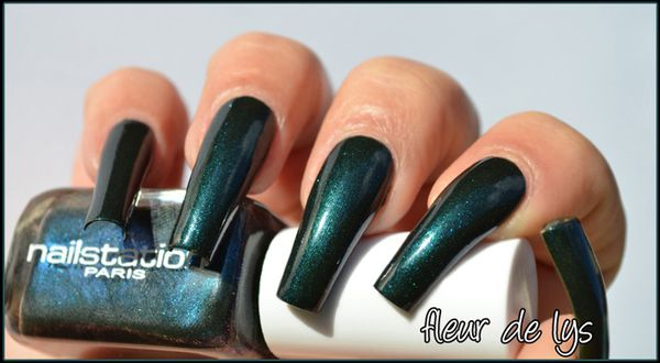 Vernis ongles bleu teal