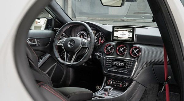 Intrieur-Mercedes-Benz-A-45-AMG-2013.jpg