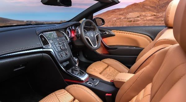 Intrieur-Opel-Cascada-2013.jpg