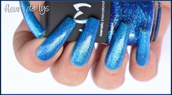 Vernis ongles bleu paillettes