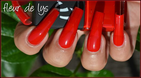 Vernis ongles rouge vif