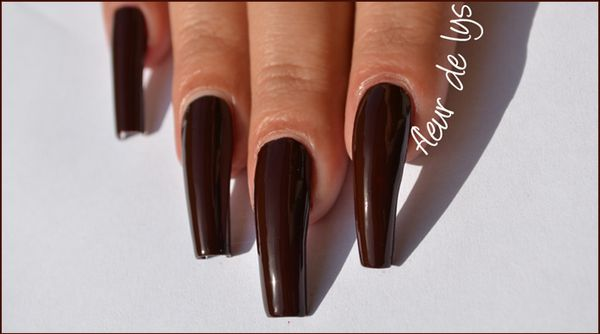 Vernis ongles rouge marron