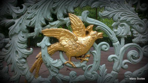 Oiseau-lyre, détail du kiosque à musique du Parc Royal de Bruxelles