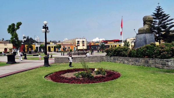 Lima-place-du-musee-b.jpg