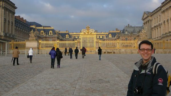 238a The Royal Courtyard of Versailles
