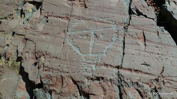 P1050035 gravure rupestre le Christ