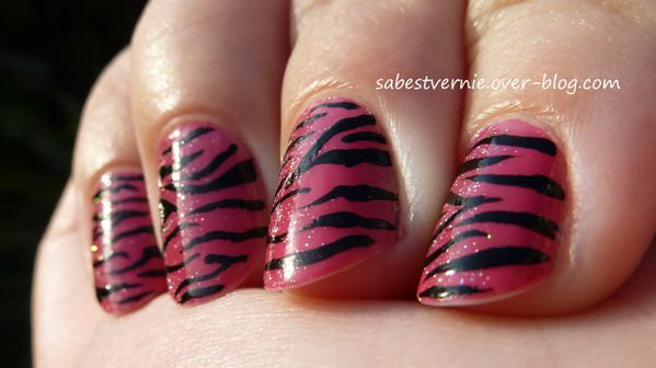 Nail-art-zebre-rose.jpg