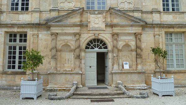 bussy-chateau-entree.JPG