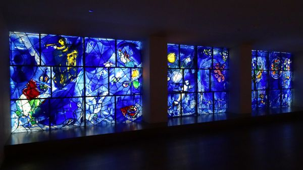 Chicago-Art-Institute-Chagall-America-Windows-pano-2.jpg