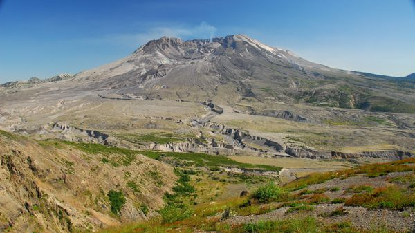 Mount_St_Helens-Johnston-ridge---Flickr.jpg