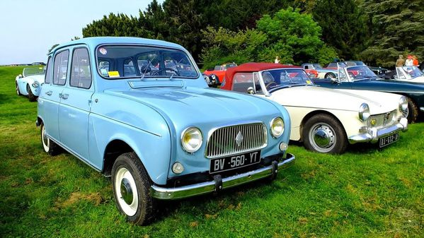 Chantilly-Art-et-Elegance-.-Renault-4L.jpg