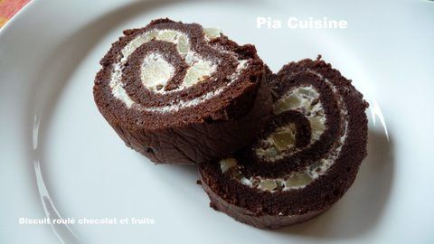 Biscuit-roule-chocolat-et-fruits--4-.JPG