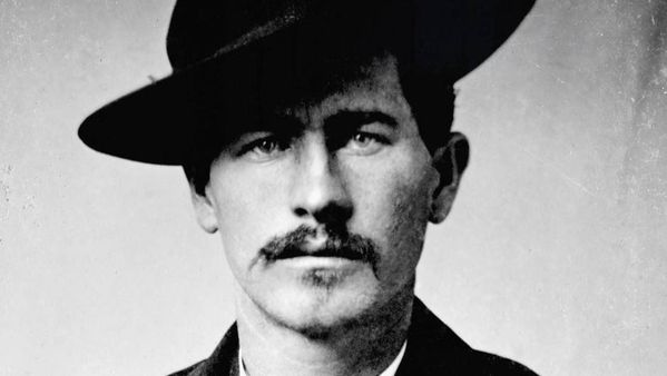 Wyatt-Earp--un-justicier-du-Far-West.jpg