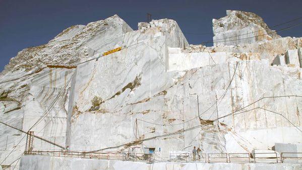 Toscane---les-carrieres-de-marbre.jpg