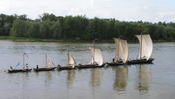 les bateaux sur la loire navigable le blog de chaumont aufildutemps. Black Bedroom Furniture Sets. Home Design Ideas
