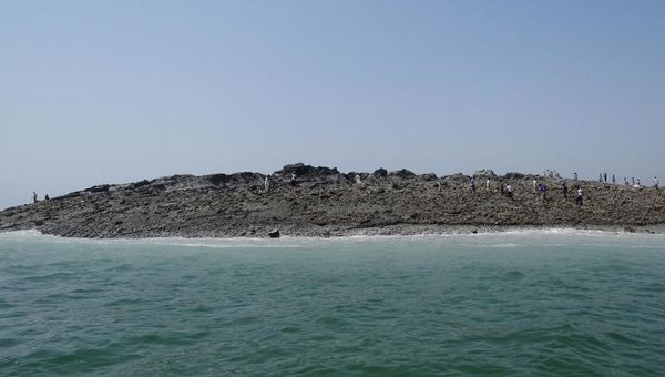 Pakistan-mud-island---AFP.jpg