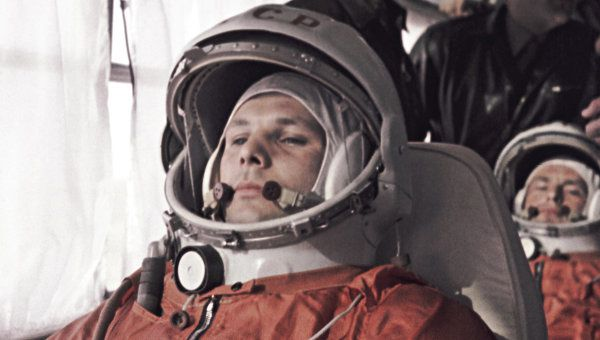 Les-cosmonautes-russes-Gagarine-et-Titov.jpg