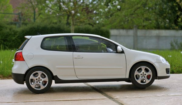 VW GOLF GTI COUPE BLANC NOREV01
