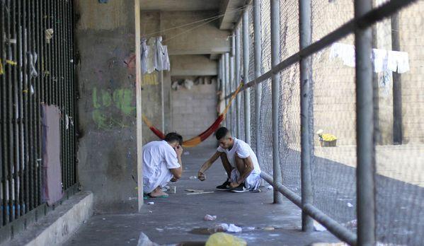 sem13marb-Z2-S-occuper-en-prison-Salvador.jpg