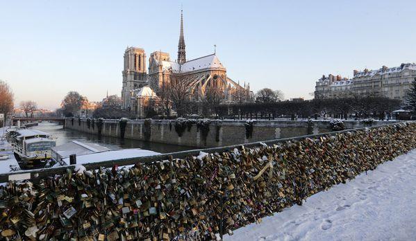 sem13mard-Z6-Notre-Dame-de-Paris-sous-la-neige.jpg