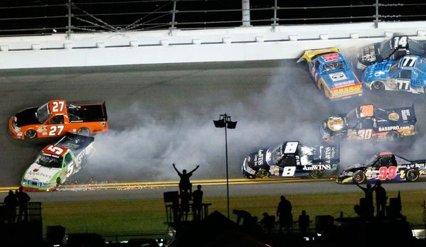 sem13fevg-Z2-Accident-en-direct-Nascar-Floride-USA.jpg