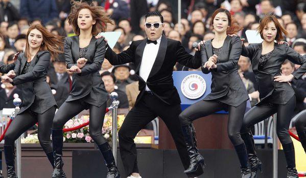 sem13fevg-Z26-Psy-a-l-investiture-de-Park-Geun-Hye-en-Coree.jpg