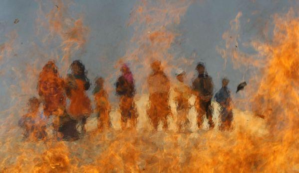 sem13mara-Z21-Derriere-les-flammes-Afghanistan.jpg