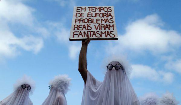 sem13mare-Z20-Des-fantomes-contre-le-racisme-et-l-homophobi.jpg