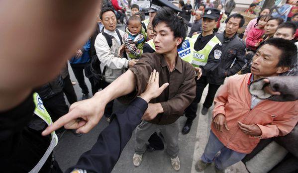 sem13avrg-Z7-Chine-Seisme-Manifestation-Sichuan.jpg