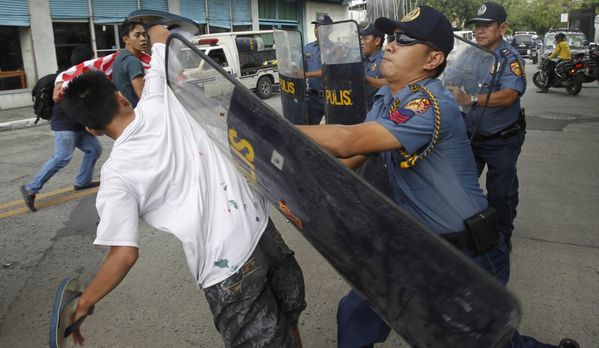 sem11nove-Z9-Manifestant-Manille-Philippines.jpg