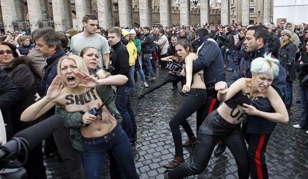 sem13jand-Z20-Femen-Vatican-Saint-Pierre.jpg
