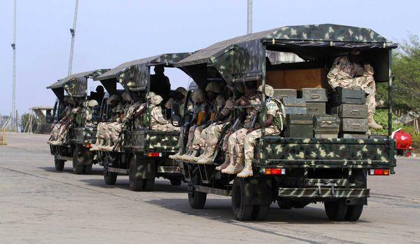 sem13jane-Z25-Des-soldats-nigerians-en-train-de-partir-pour.jpg