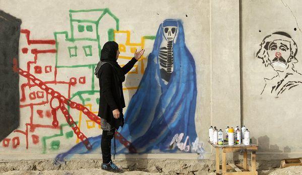 sem13janh-Z33-graffitis-kandahar-Afghanistan-copie-1.jpg