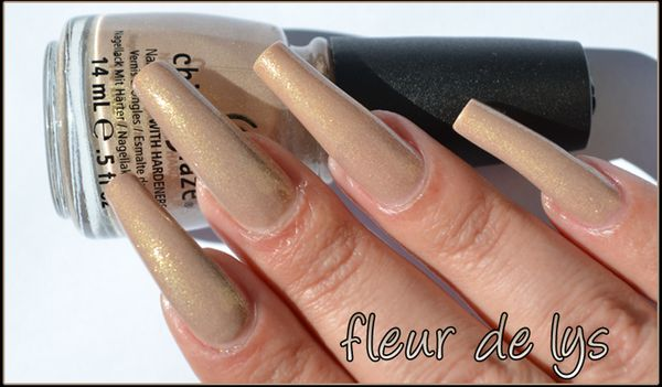 vernis ongles beige paillete