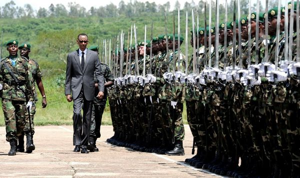 Ritchie junior parade saluant Kagame