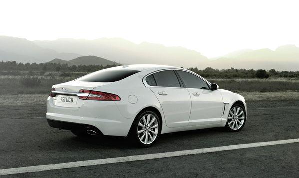 jaguar-xf-2012-08